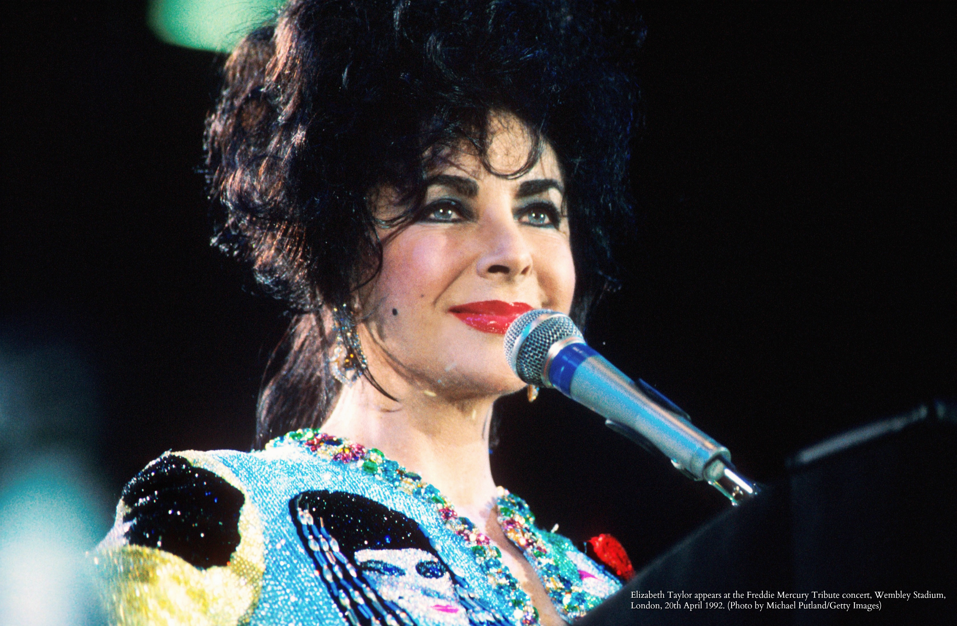 Elizabeth Taylor appears at the Freddie Mercury Tribute concert, Wembley Stadium, London, 20th April 1992. (Photo by Michael Putland/Getty Images)